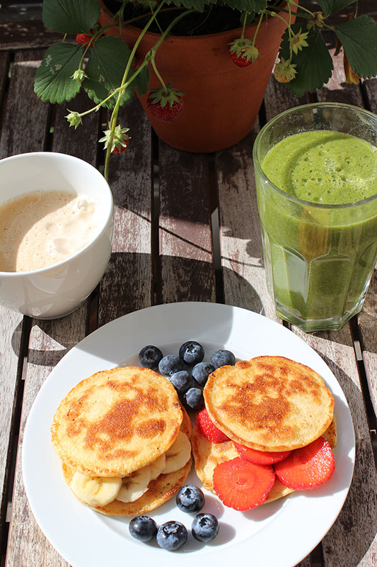 Banana-Pancake-Green-Smoothie