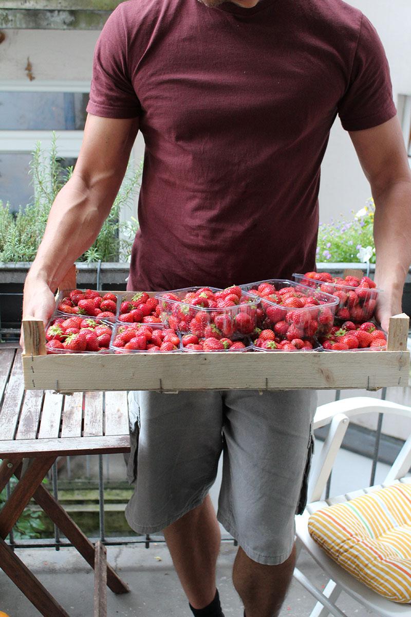 Je mehr Erdbeeren desto besser... Wir haben knapp 6 kg verarbeitet.