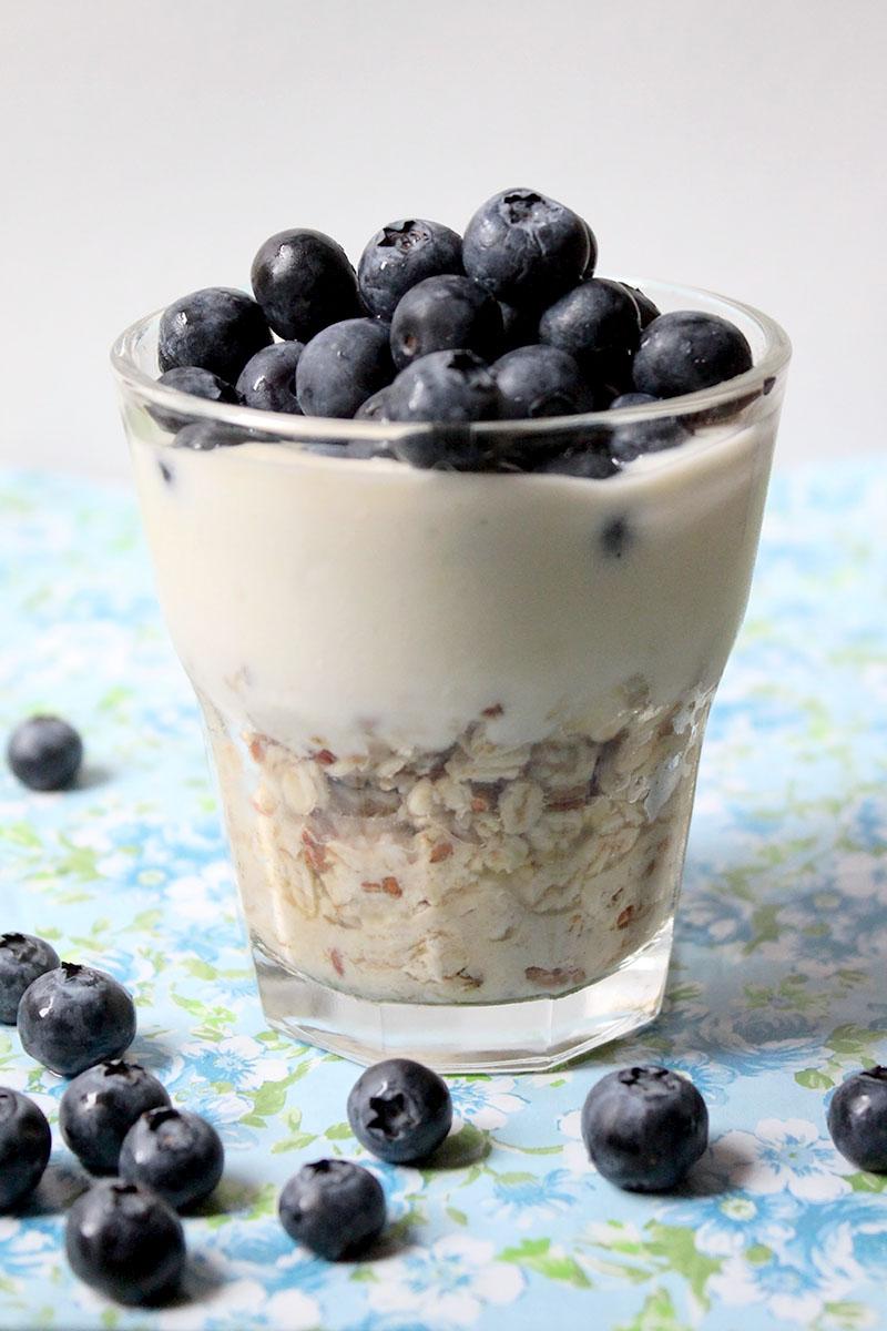 Overnight Oats Ananassaft Vanillejoghurt Heidelbeere