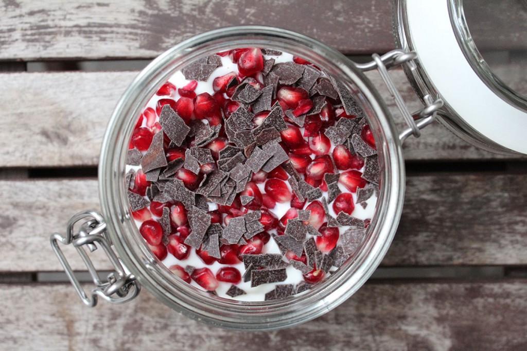 Overnight Oats mit Granatapfel und Schokolade: Eine knackig-fruchtige Variante für die schlanke Linie
