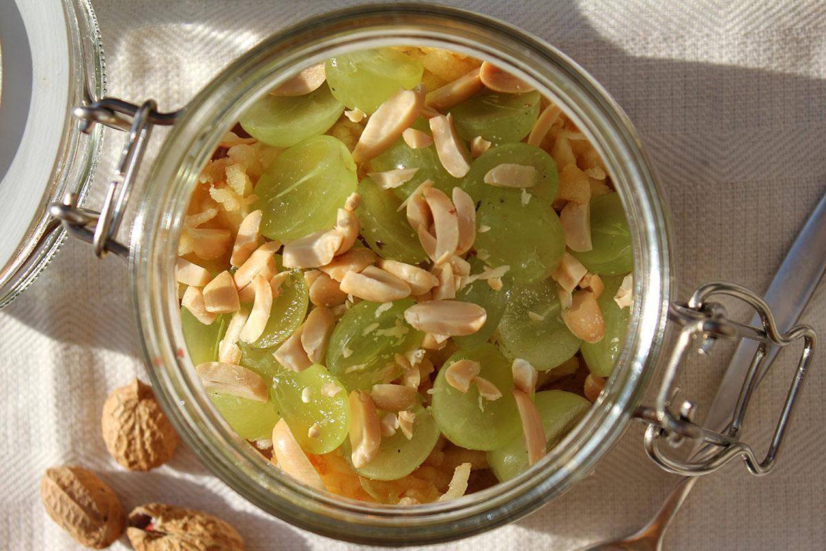 Overnight-Oats-Erdnussbutter-Apfel-Weintrauben