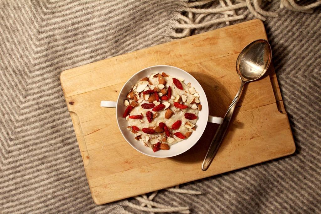 Goji-Beeren Mandel-Porridge: Leckeres Superfood