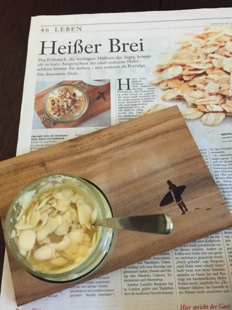 Heute gibt's zum Overnight Oats-Frühstück gleich die passende Zeitungslektüre.