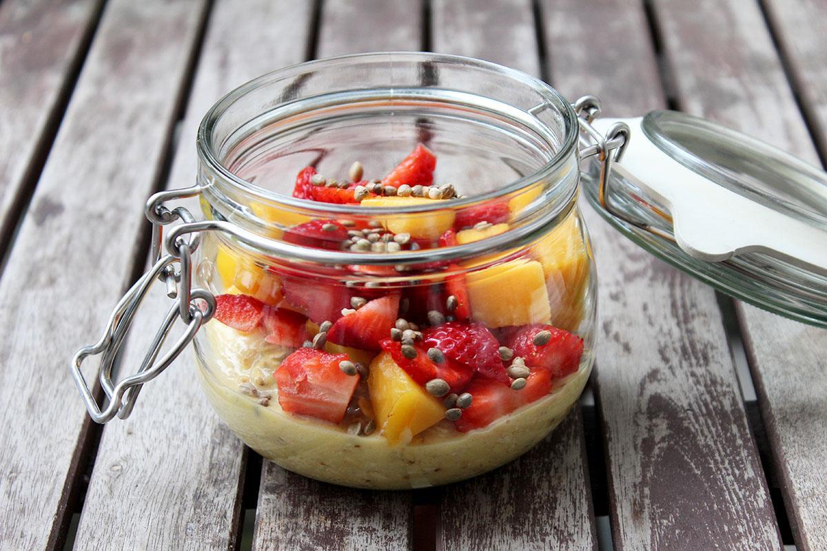 Overnight-Oats-Mango-Erdbeeren