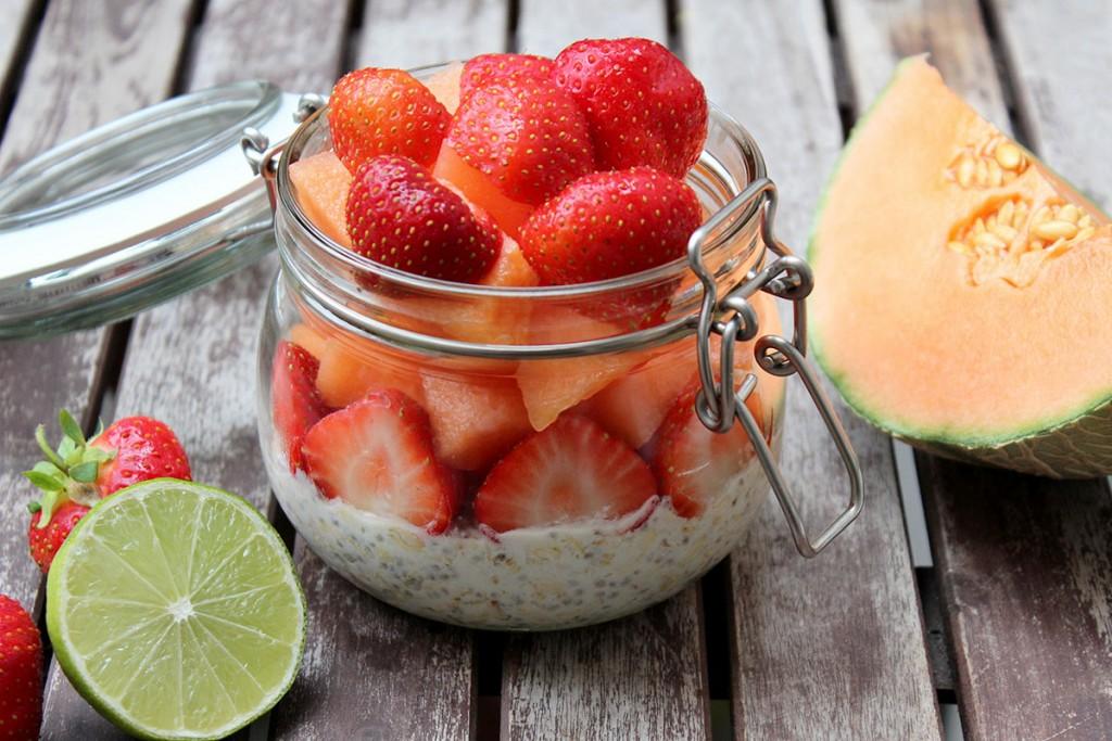 Overnight Oats Limettenmilch Melone Erdbeer
