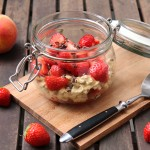 Pfirsichmilch-Oats mit Erdbeeren