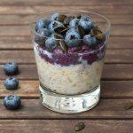 Overnight Oats mit Blaubeer-Chia-Pudding