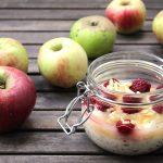 Overnight Oats mit Apfelmark und Leinsamen