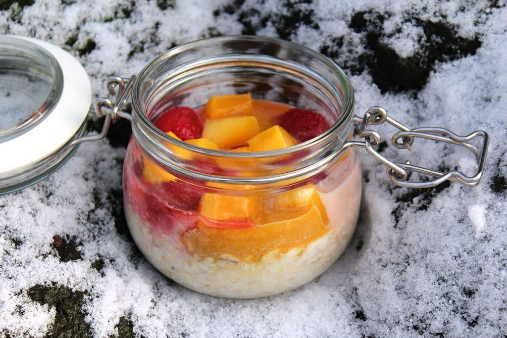 Overnight Oats Erdbeer Mango Joghurt.