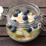 Vanille-Oats mit Birnen-Joghurt und Heidelbeeren