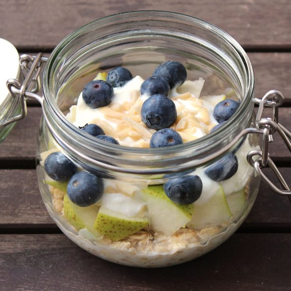 Overnight Oats Birne Heidelbeer Mandel Joghurt