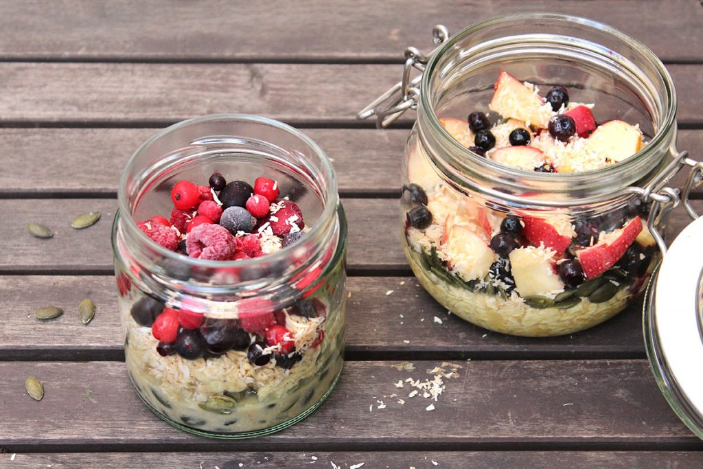 Overnight_Oats_Green_Kitchen_Stories_gemischte_Beeren_Heidelbeeren
