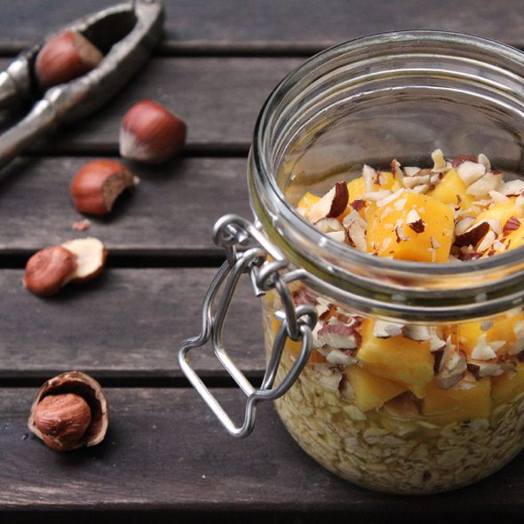 Overnight_Oats_Orange_Mango_Haselnuesse